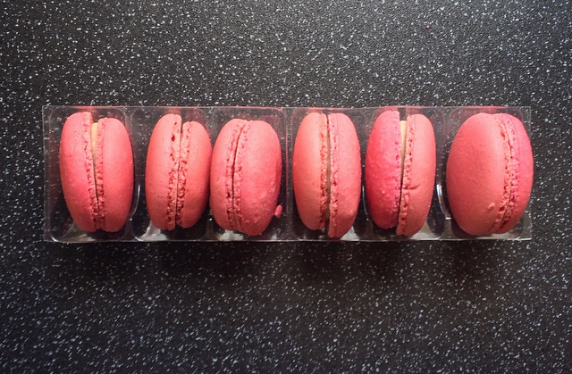 Arden's Petites Macaroons Smooth Strawberry