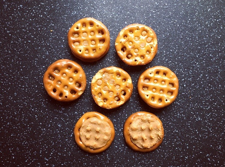 Snyder's of Hanover Peanut Butter Pretzel Sanwiches