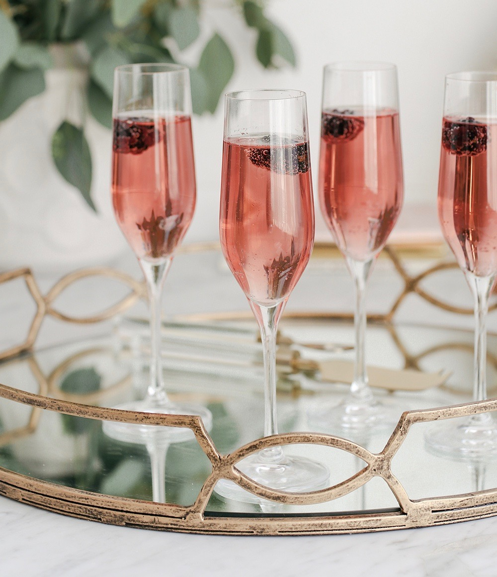 Blackberry Bubbly Champagne Cocktail ( Champagne & Prosecco Cocktails )